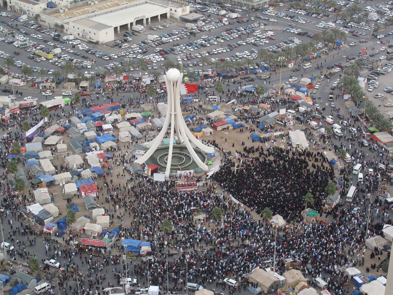 Thousands_of_protesters_gathering_in_Pearl_roundabout_2_days_before_crackdown