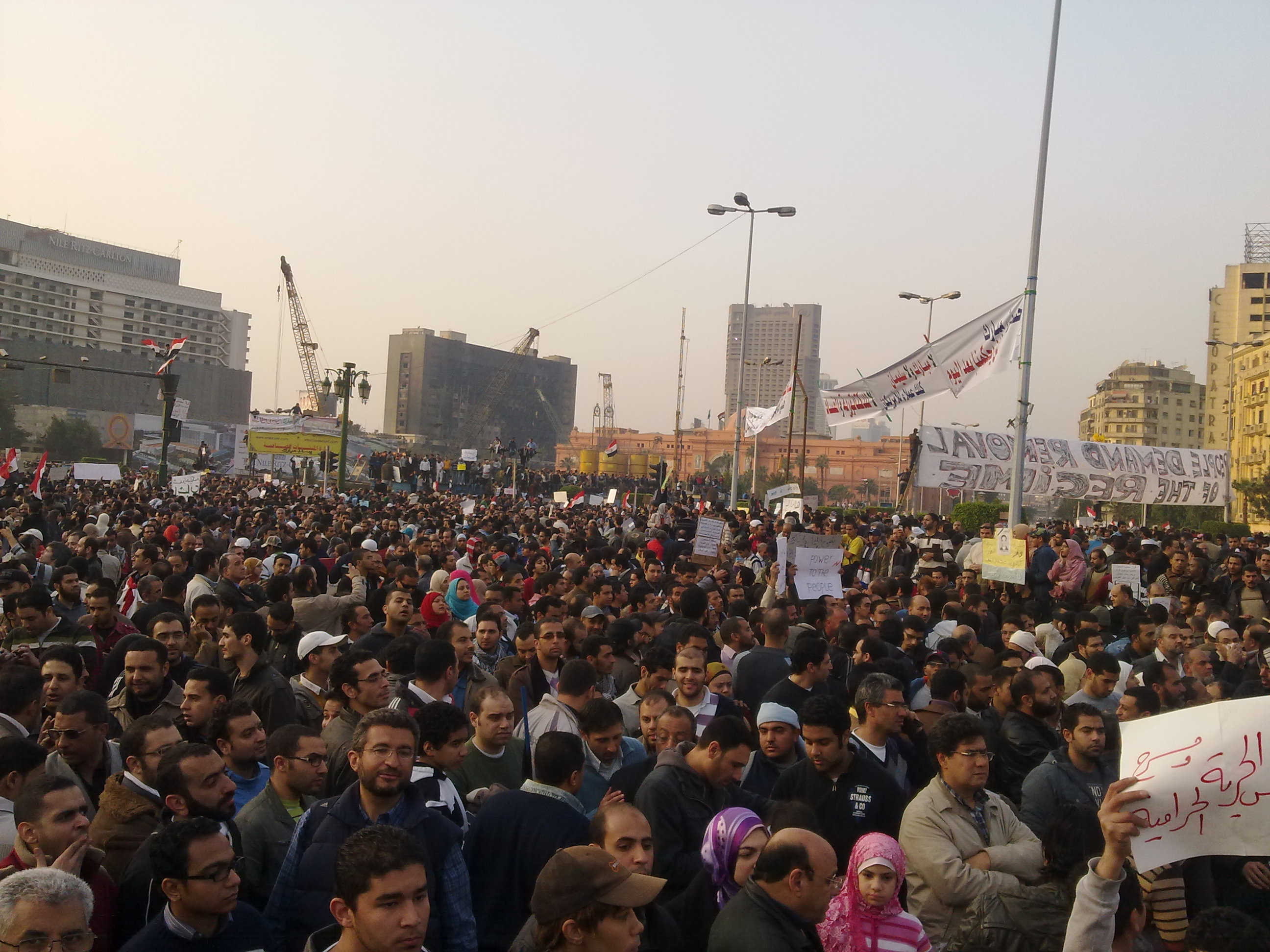 Crowd_in_Midan_El-Tahrird_During_the_2011_Egyptian_Protests