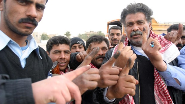 Iraqi_voters_inked_fingers-620x350
