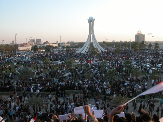 Protesters_gathering_in_Pearl_roundabout